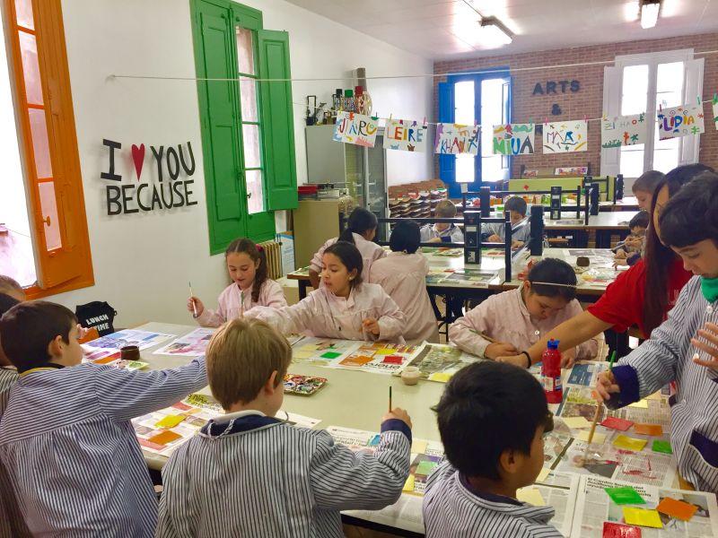 Els alumnes duent a terme el Projecte de plàstica de l'escola Art-i-fica't